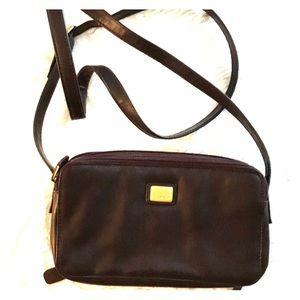 Tignanello brown crossbody bag. Compartments.